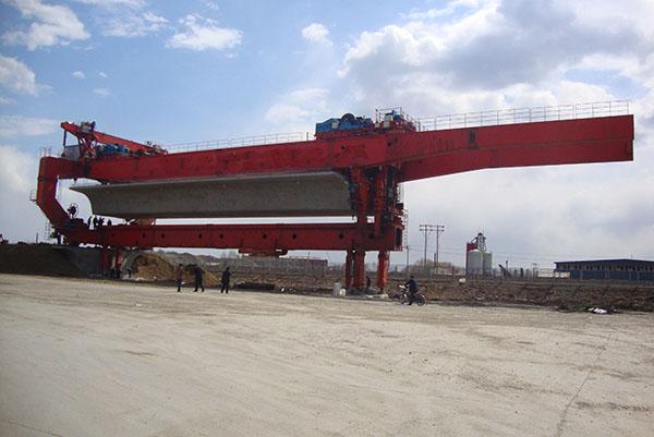 900吨架桥机